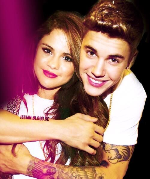 JB and SG - Bieber / Gomez, gossip rumors, began circling in 2010. But it was not until January 2011 that the pop stars confirmed their affair, namely by participating in major PDA devices on vacation together in (10×10)