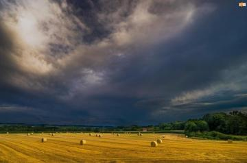 Cloudy - farm before the storm