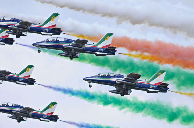 Air show - Air show, sky plane and colors (9×8)