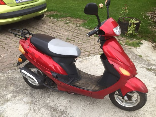 red scooter - a scooter to ride for everyone (3×3)