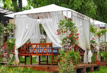 Garden pavilion. - I like ethereal tulle in the garden. They give a note of romance.