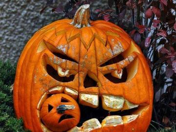 Pumpkin for Halloween. - We had Dziady at our place. No one remembers.