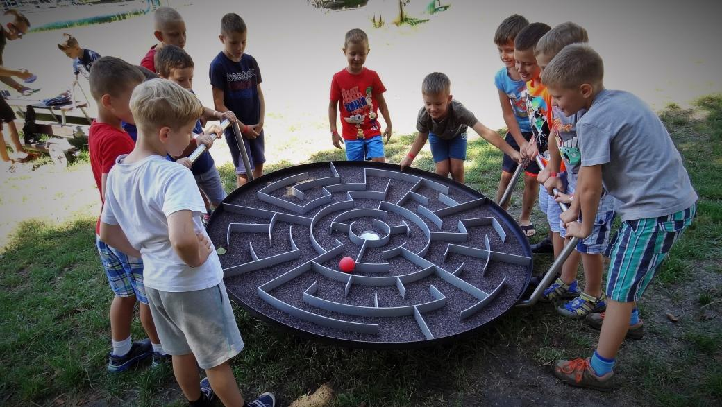 Labyrinth XXL SUPER GAME - The XXL labyrinth with a diameter of 1.6 m is a great attraction that works on every playground (5×4)