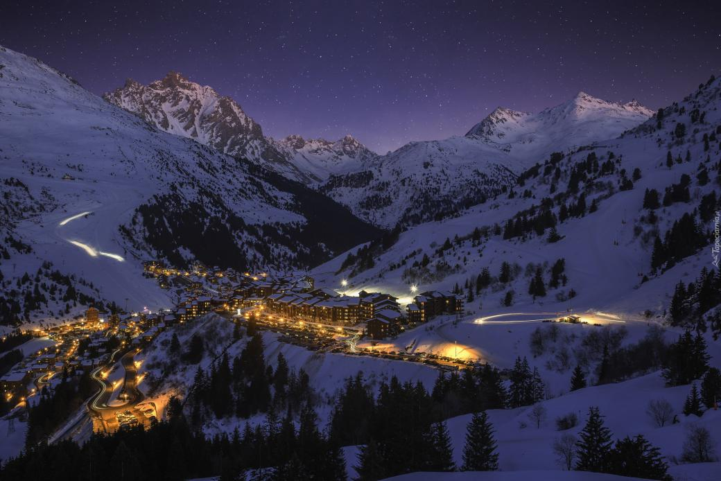 """Illuminated winter homes - The photo comes from the \ """"Tapeciarnia \"""" (15×15)"""