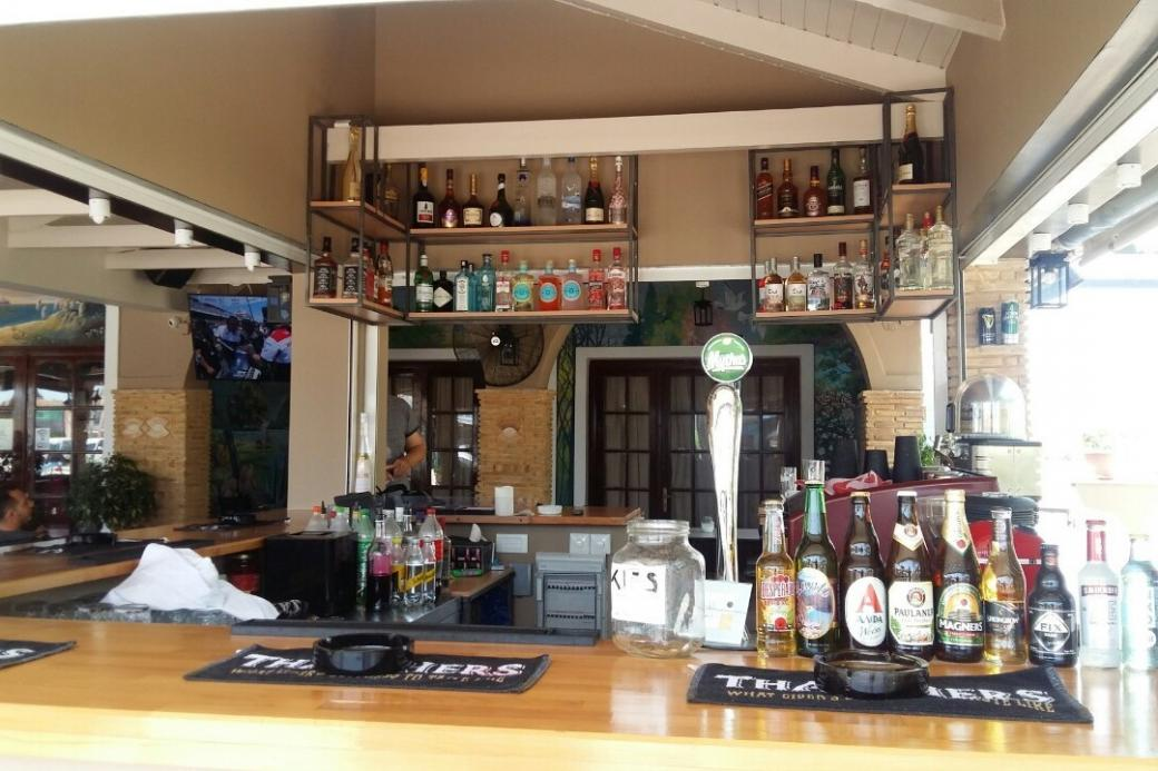 We invite you to the bar. - Spiros invites you to the bar.