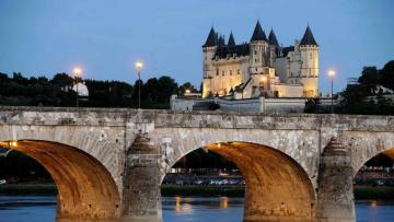 Saumur by night - View of Saumur and the castle at night - difficult level